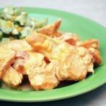 куриный стейк под сырным соусом